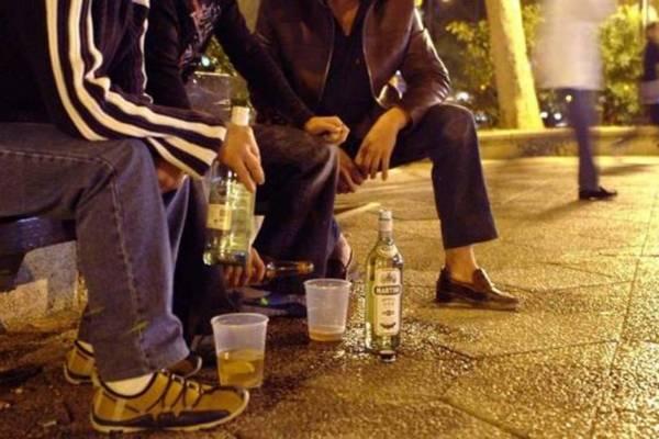 ¿Cuál es la multa por beber en la vía pública?