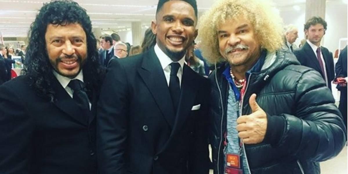 René Higuita chicanea con las estrellas del fútbol mundial antes del sorteo