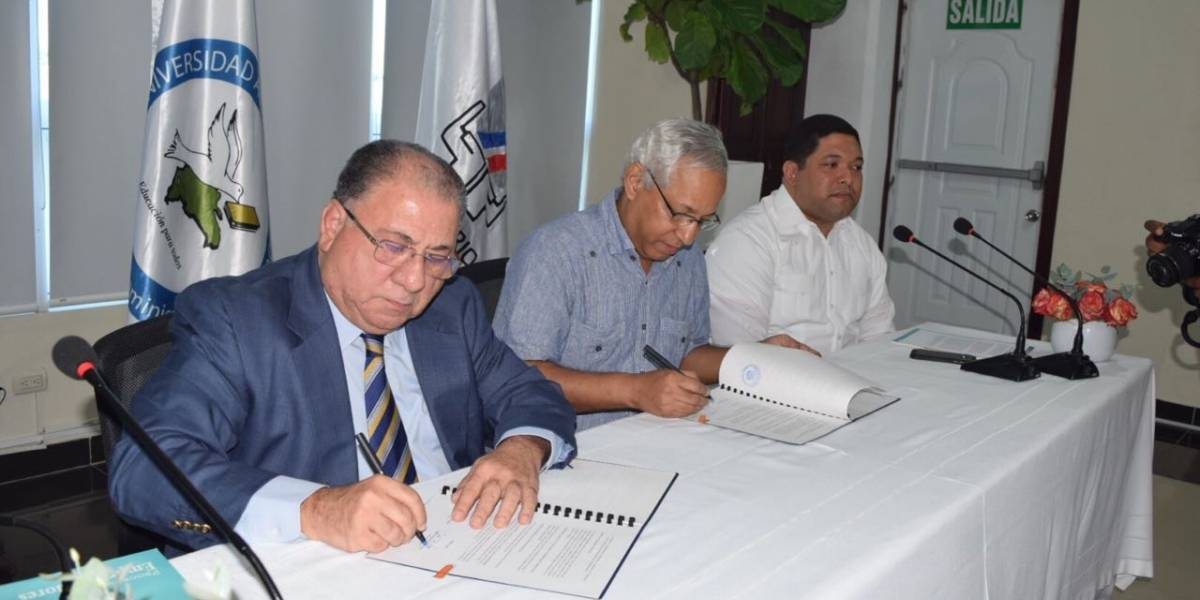 Ministerio de Trabajo y UAPA firma acuerdo interinstitucional