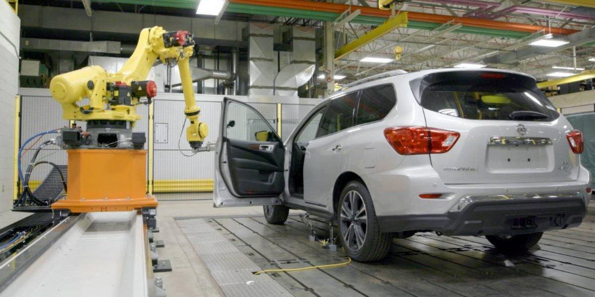 Nissan robotiza hasta la apertura de puertas