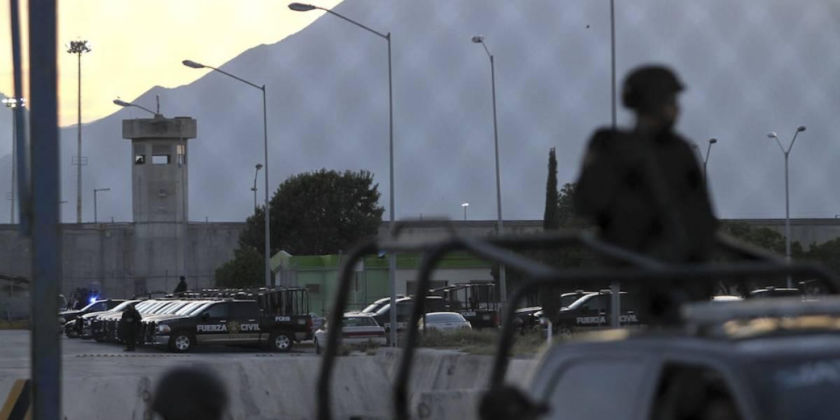 Decomisan tres armas de fuego en penal de Apodaca tras riña