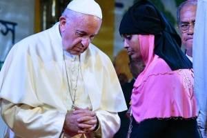 El papa Francisco dio un pequeño paseo en ciclotaxi