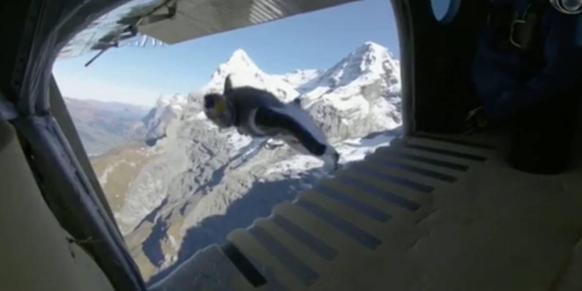 Paraquedistas entram em avião em pleno voo na Suíça