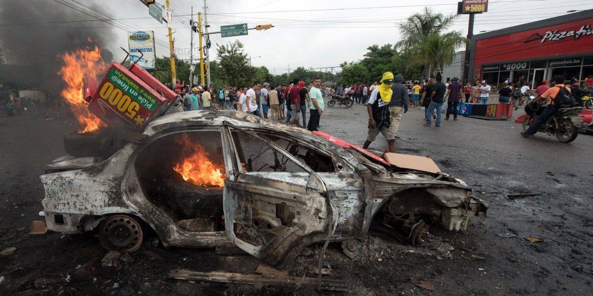 Crisis electoral en Honduras: caos en las calles logra ser controlado con toque de queda pero deja al menos siete muertos