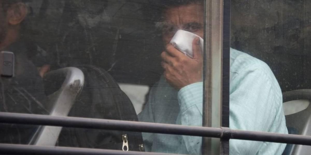 Homem é preso na Índia por meias fedorentas em ônibus