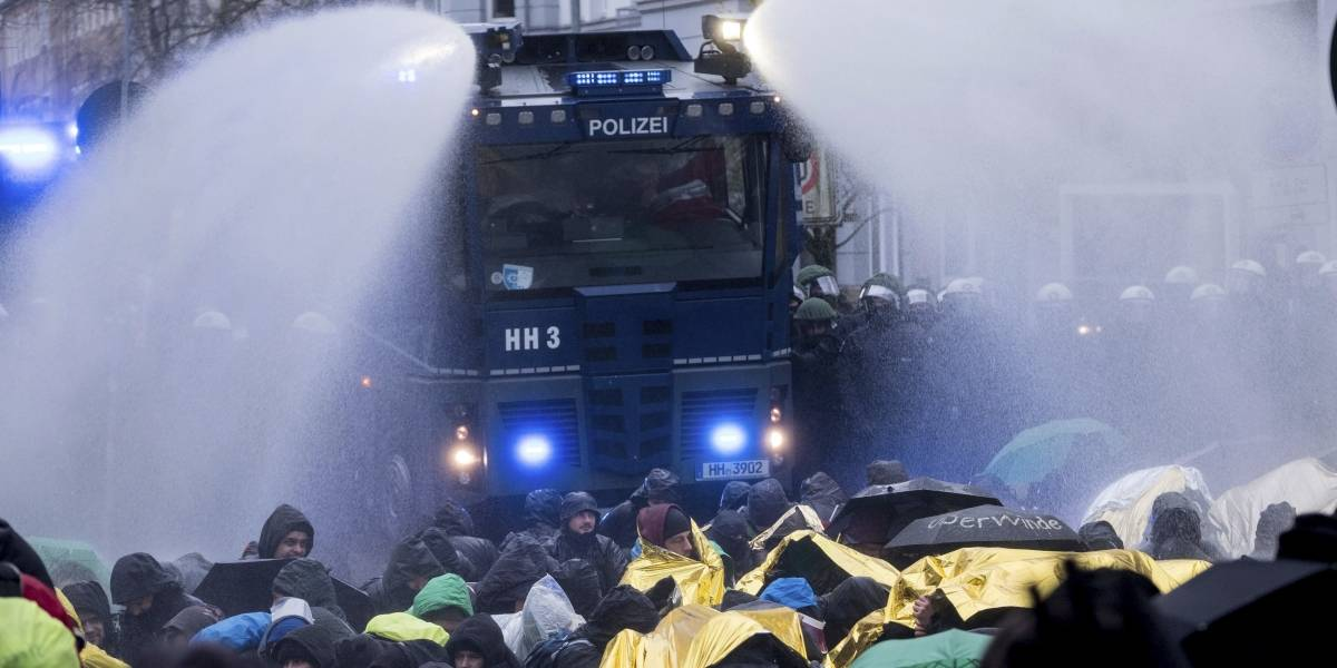 Convención de partido nacionalista en Alemania termina en enfrentamiento