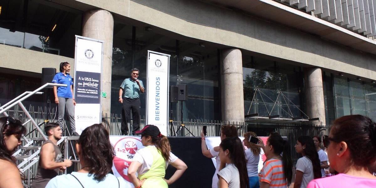 El centro de Santiago se pone ropa deportiva para ayudar a la Teletón