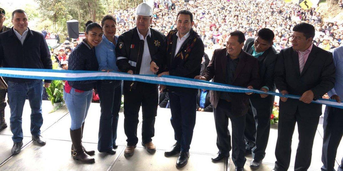 Presidente inaugura tramos carreteros en San Marcos y Sololá