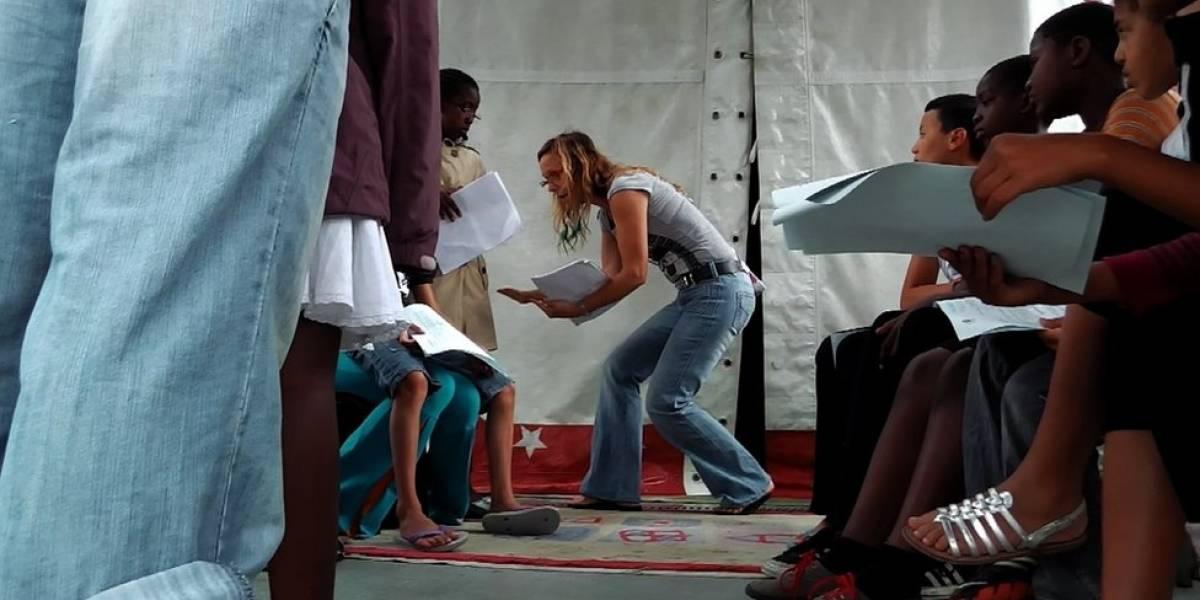 A atriz gaúcha que combate a violência nas periferias pobres da França com arte