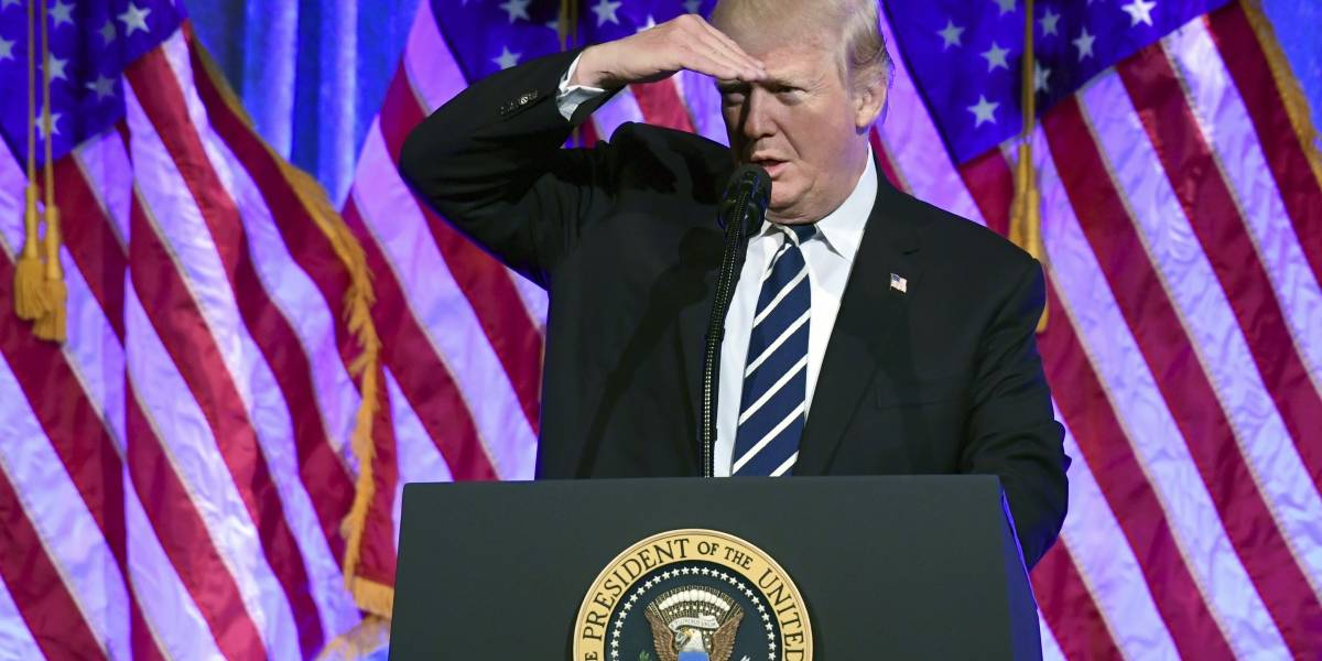 Trump niega haber ordenado a Comey que dejara de investigar a Michael Flynn