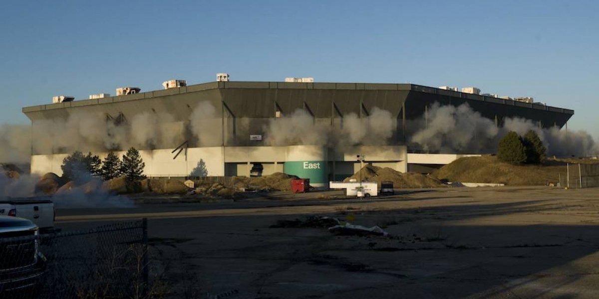 Silverdome se mantiene en pie por falla en detonación