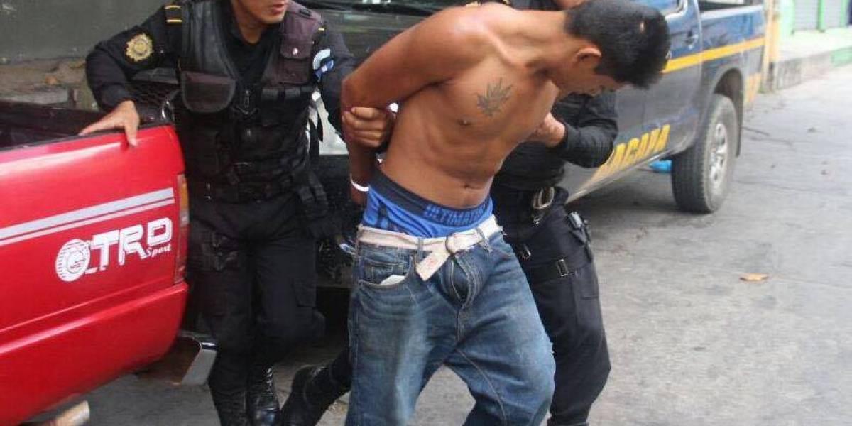 Capturan a violador cuando abusaba de mujer en feria de Zacapa