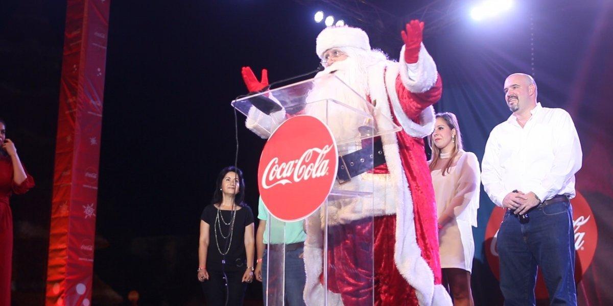 Coca-Cola enciende su arbolito en la Zona Colonial
