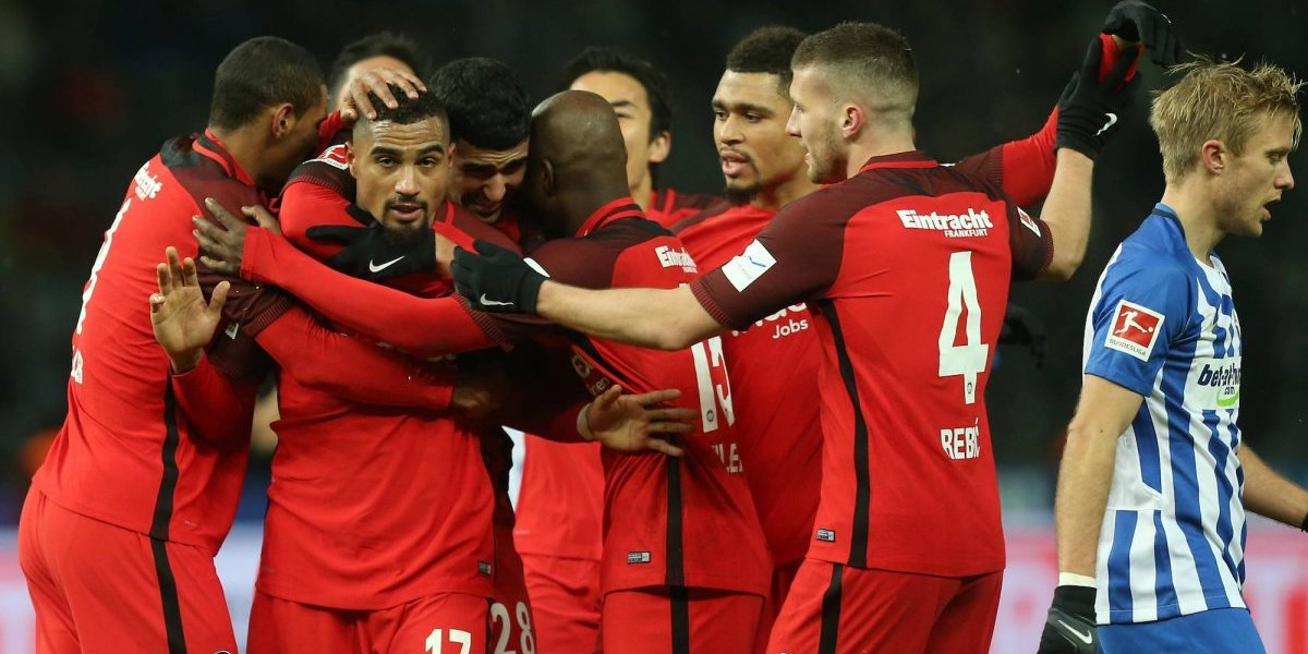 Con Salcedo en la defensa, el Frankfurt obtuvo la victoria semanal