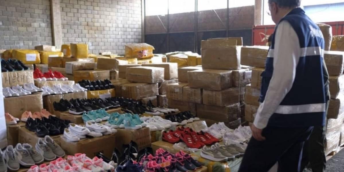 Decomisan 21.000 millones de ropa china para Navidad