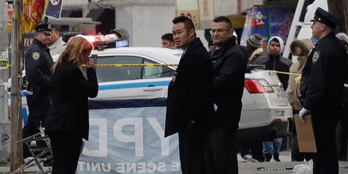 Apuñalan a dos y atropellan a otras personas en Nueva York