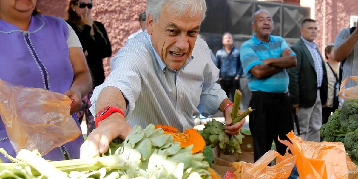Los vecinos pedían a Guillier: el incómodo momento de Piñera durante actividad de campaña en feria de Santiago