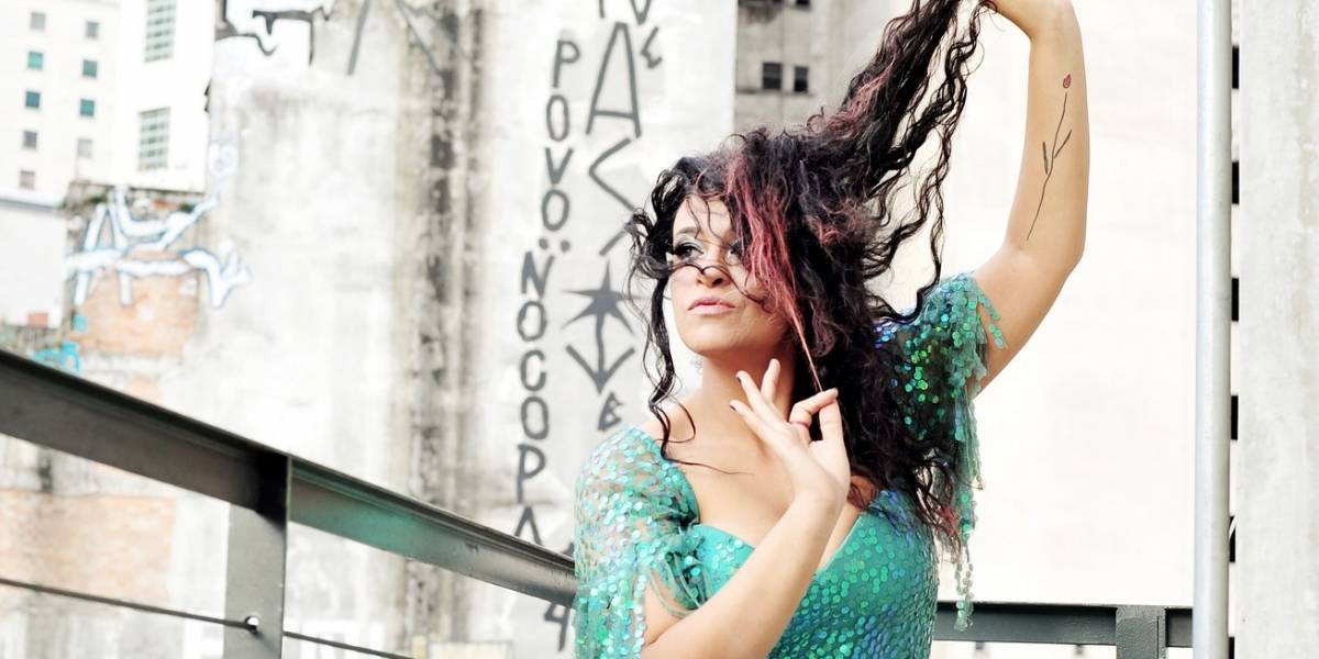 Tulipa Ruiz revela faceta intimista e apresenta inéditas em novo álbum Tu