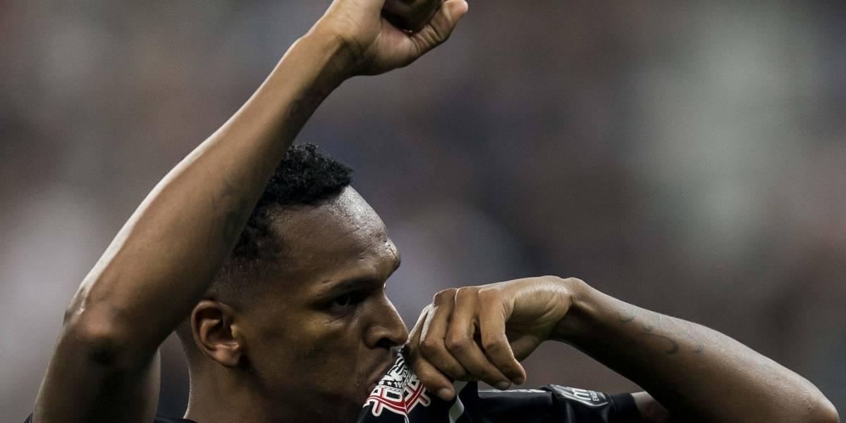 Corinthians sonda ex-atacante do São Paulo para vaga de Jô