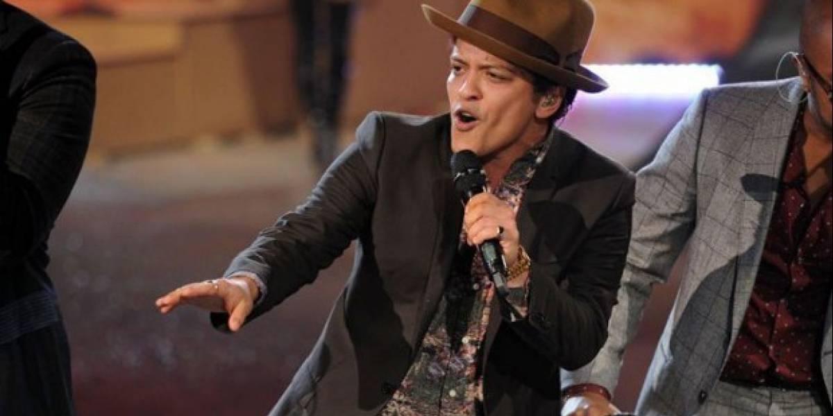 Bruno Mars es demandado por foto de su niñez