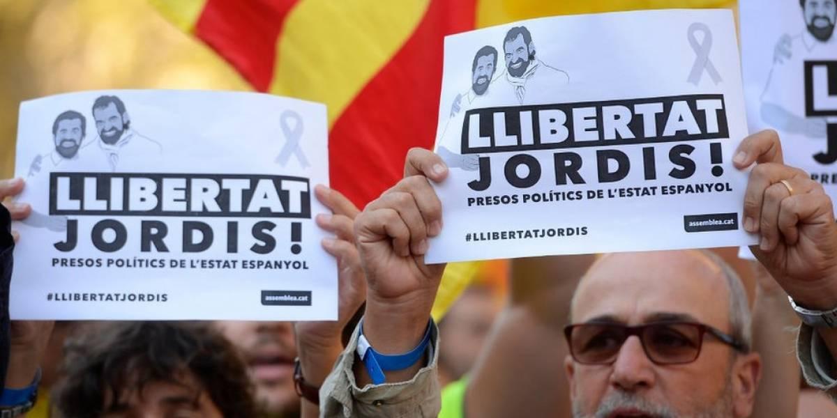 Un juez en España niega la libertad bajo fianza a cuatro independentistas catalanes y se la otorga a otros seis
