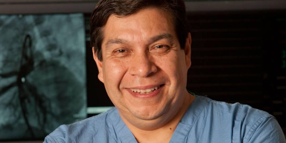 """Pedro del Nido, el cirujano chileno que """"hace milagros"""" en los corazones de niños de todo el mundo"""