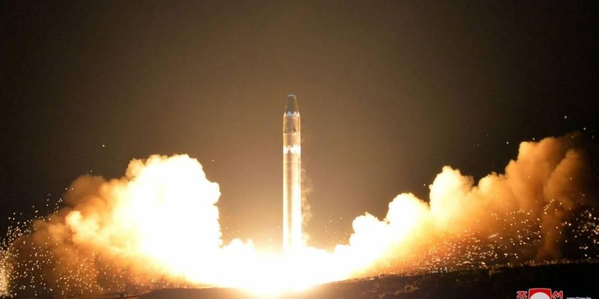 La tripulación del avión de Cathay Pacific que vio en pleno vuelo el último misil lanzado por Corea del Norte