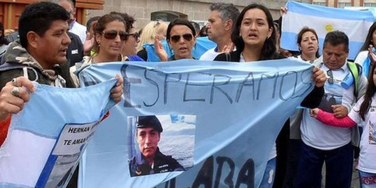 """""""¡Búsqueda y rescate!"""": familiares de la tripulación del desaparecido submarino argentino protestan por la suspensión de los operativos"""