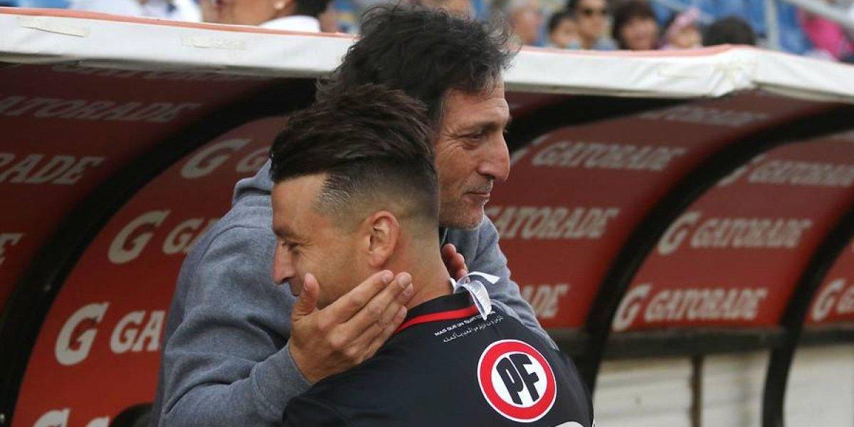Trastienda cruzada: las despedidas y los reencuentros marcaron el último partido de Salas en San Carlos