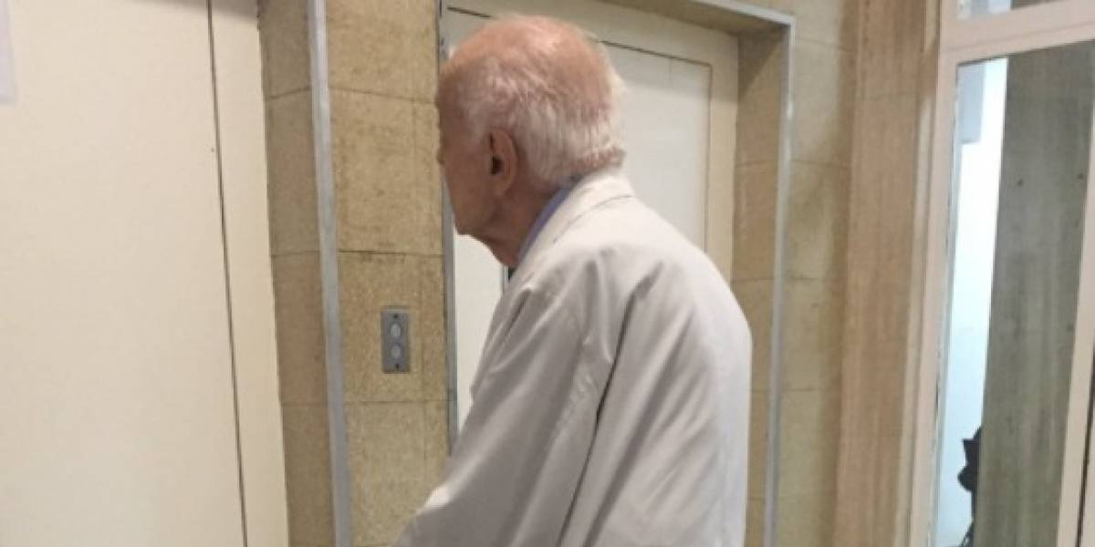 Todo un ejemplo: médico jubilado de 91 años va todos los días a trabajar a hospital y sin cobrar ningún peso