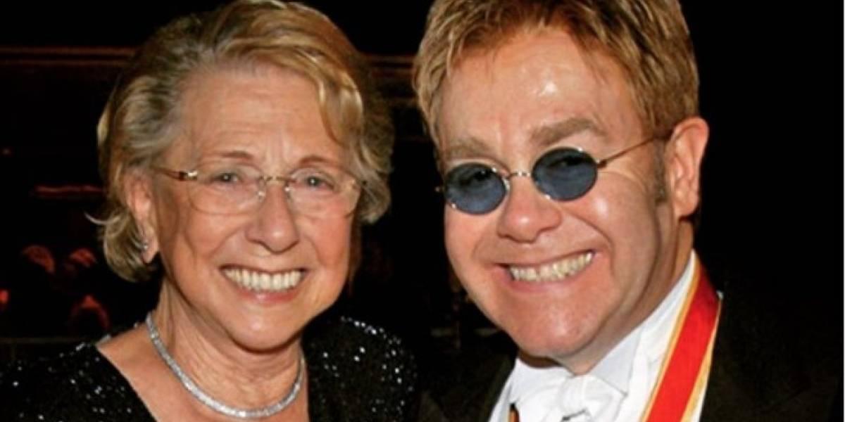 Elton John confirma la muerte de su madre: