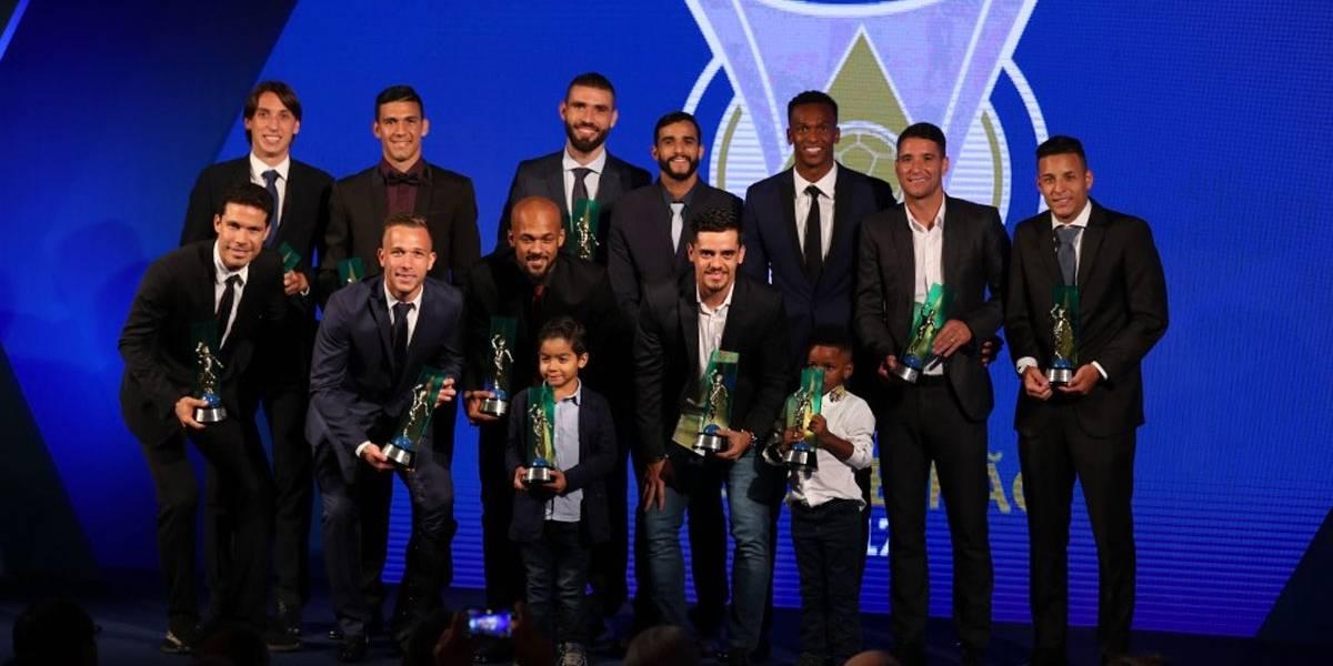 Corinthians domina prêmio dos melhores do Brasileirão; Jô é eleito o craque