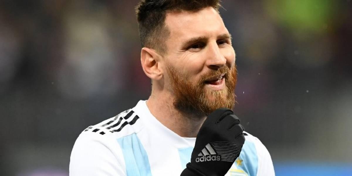 FOTOS. Vandalizan y le cortan las piernas a la estatua de Messi en Buenos Aires