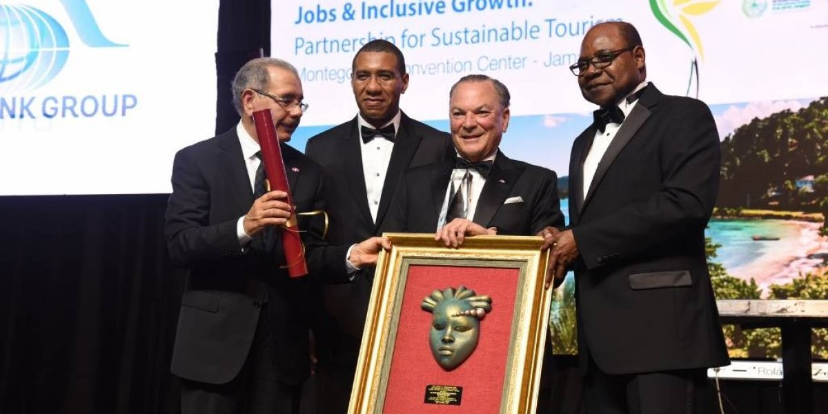 Frank Rainieri recibe premio Global Legends of the Caribbean Awardees