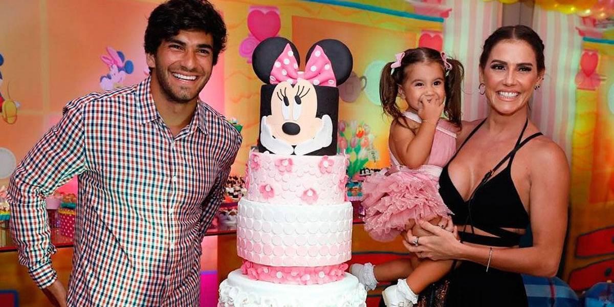 Com parabéns especial de Xuxa, Deborah Secco celebra aniversário da filha