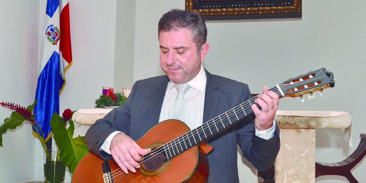 Guitarrista clásico Simón Schembri ofrece recital  en Juan Dolio