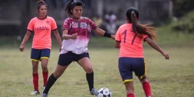 Futbolistas de equipo femenino en Nahualá