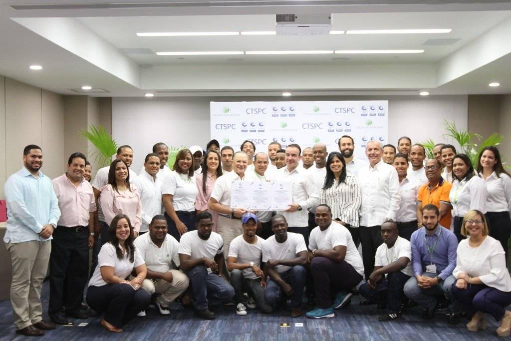 Todo el equipo de CTSPC y Grupo Puntacana (1024x683) (1)