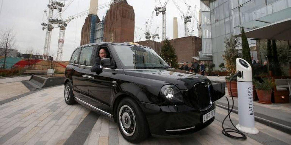 Albergan hasta seis pasajeros: Londres estrena flota de taxis eléctricos sin perder su estilo clásico
