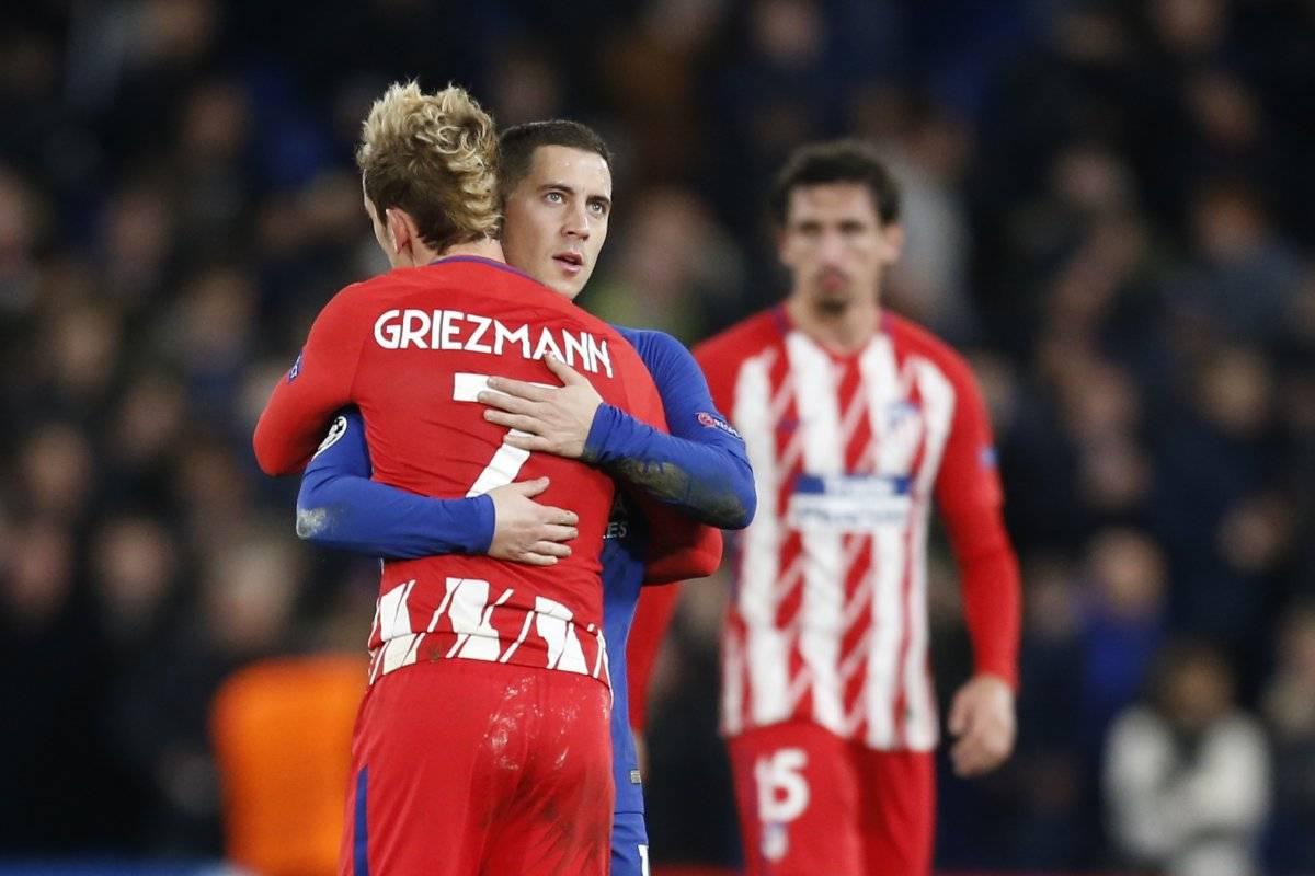 Griezmann es consolado por un rival.