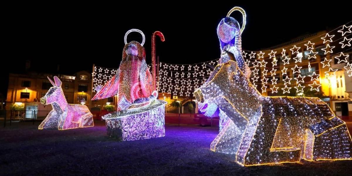 Miles de luces encienden la Navidad en Cuenca