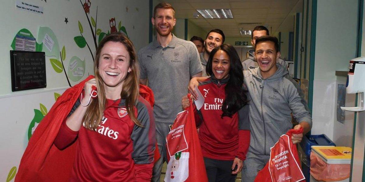 Alexis regaló sonrisas en las actividades navideñas del Arsenal