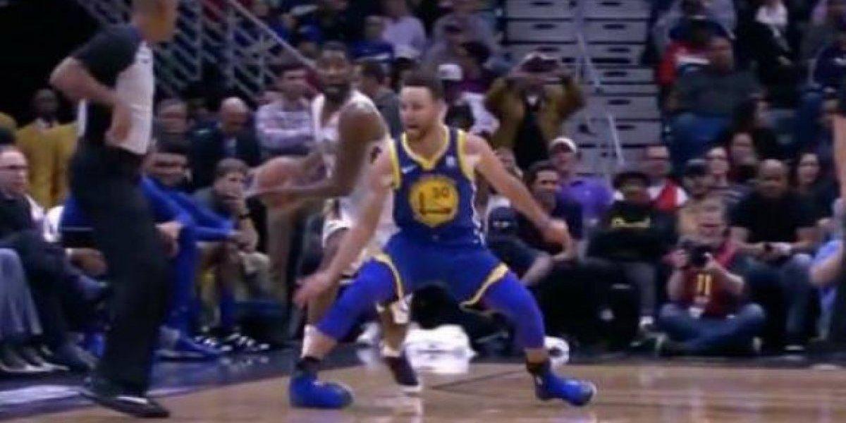 Stephen Curry sufre lesión en juego ante Pelicans