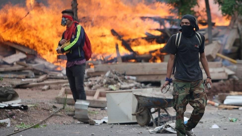Policía hondureña mantiene huelga pese a promesas de pagos