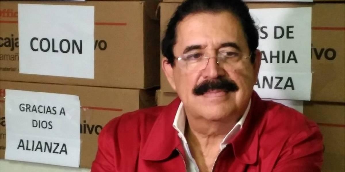 """""""No vamos a dejar que se roben estas elecciones"""": el expresidente de Honduras Manuel Zelaya habla con BBC Mundo sobre las protestas y las denuncias de fraude en los comicios presidenciales"""
