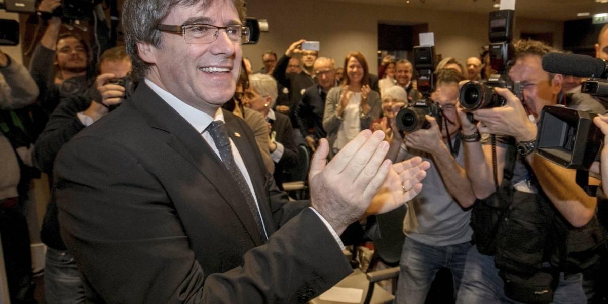 Retiran orden de arresto contra Carles Puigdemont, ex líder de Cataluña