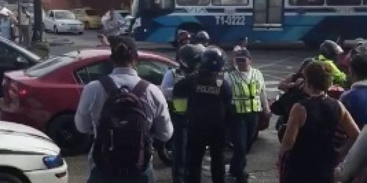 Pelea entre oficiales de Policía y ATM se hace viral en redes