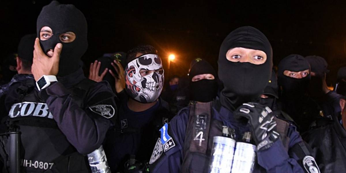 VIDEO. Grupos policiales en Honduras se niegan a reprimir manifestantes durante toque de queda