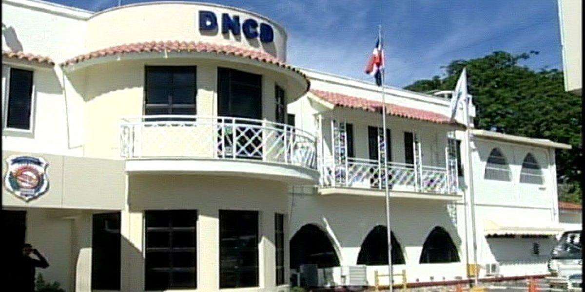 DNCD investiga varios miembros en el aeropuerto de La Romana