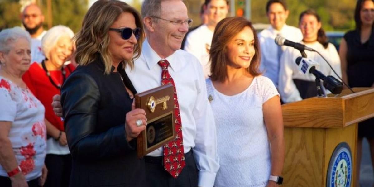 Dra. Polo es distinguida por alcalde de McAllen